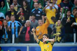 Oscar comemroa seu gol no amistoso entre Brasil e França no estádio Arena do Grêmio, em Porto Alegre (RS). FOTO: Jefferson Bernardes/Preview.com