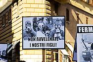 Roma 21 Settembre  2013<br /> Manifestazione del comitato anti discarica al Divino Amore. I manifestanti hanno protestato per la scelta del sito nella zona della Falcognana,vicino al Santuario del Divino Amore, il sito che dal primo ottobre dovrebbe ricevere i primi camion di rifiuti da Roma.<br /> Rome, 21 September 2013<br /> Manifestation of the anti-dumping committee to Divine Love. The demonstrators protested for  the choice of site in the area of Falcognana near the Sanctuary of Divine Love, the site that from October 1 should receive the first garbage trucks from Rome.