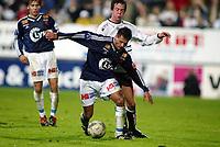 Fotball, 22. september 2003, Tippeligaen,  Sogndal-Viking 2-2, Kristian Ystaas, Sogndal, og Thomas pereira, Viking