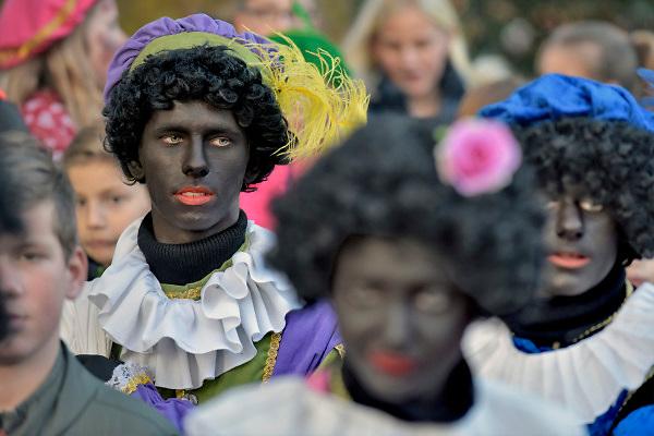 Nederland, Milsbeek, 17-11-2018Zwart geschminkte pieten bij de intocht van sinterklaas.Foto: Flip Franssen