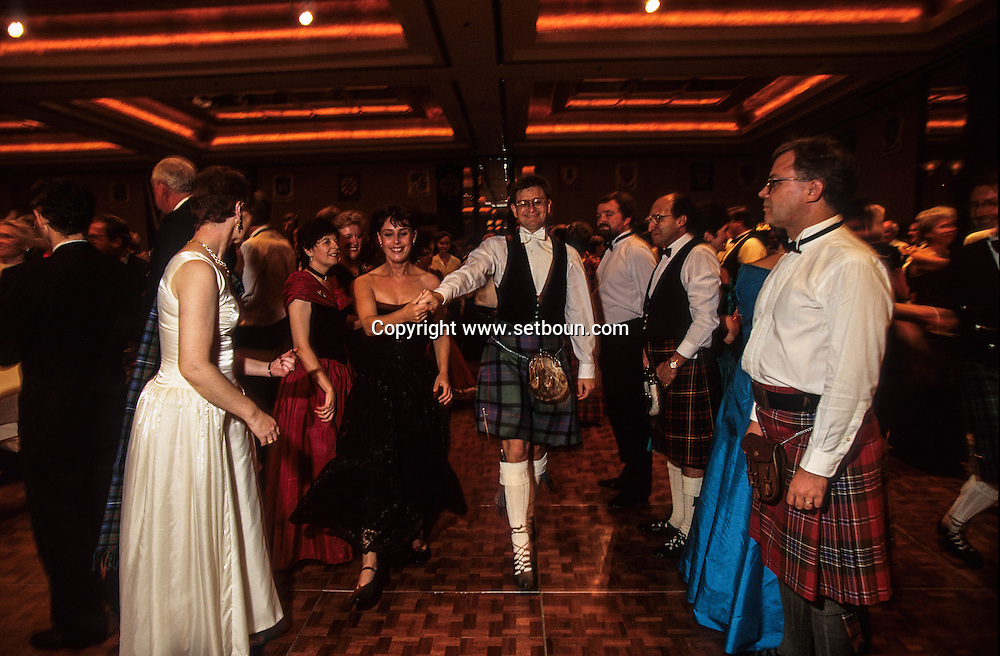 Hong Kong. Scottish ball for Saint Andrews day before the end of the British empire , many mixed couples Chinese/ British  gathered together in the regent hotel.      before the end of the British empire , many mixed couples Chinese/ British  gathered together in the regent hotel.  / bal écossais pour  la Saint Andrews. Le grand bal écossais de  la Saint Andrews rassemble toute la colonie britannique de HongKong, il y a de très nombreux couples mixtes sino écossais,  ('hotel Regent)bal écossais pour  la Saint Andrews