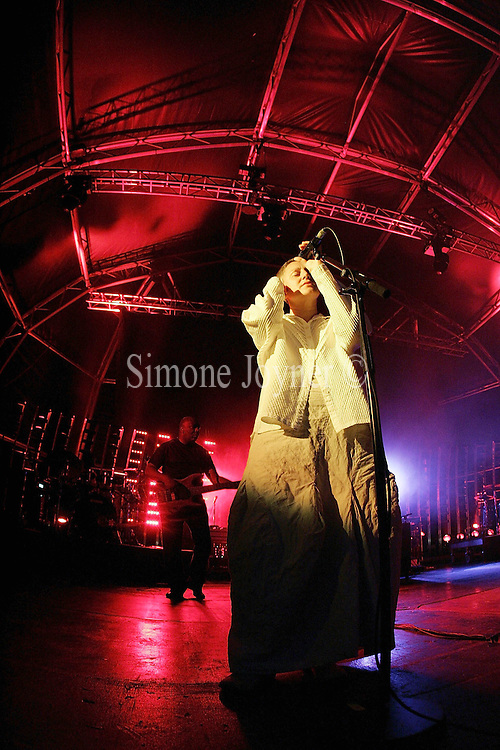 TETBURY, ENGLAND - JULY 30: Singer Liz Frazer performs live on stage with Massive Attack at Westonbirt Arboretum on July 30, 2006 in Tetbury England. (Photo by Simone Joyner/Getty Images)