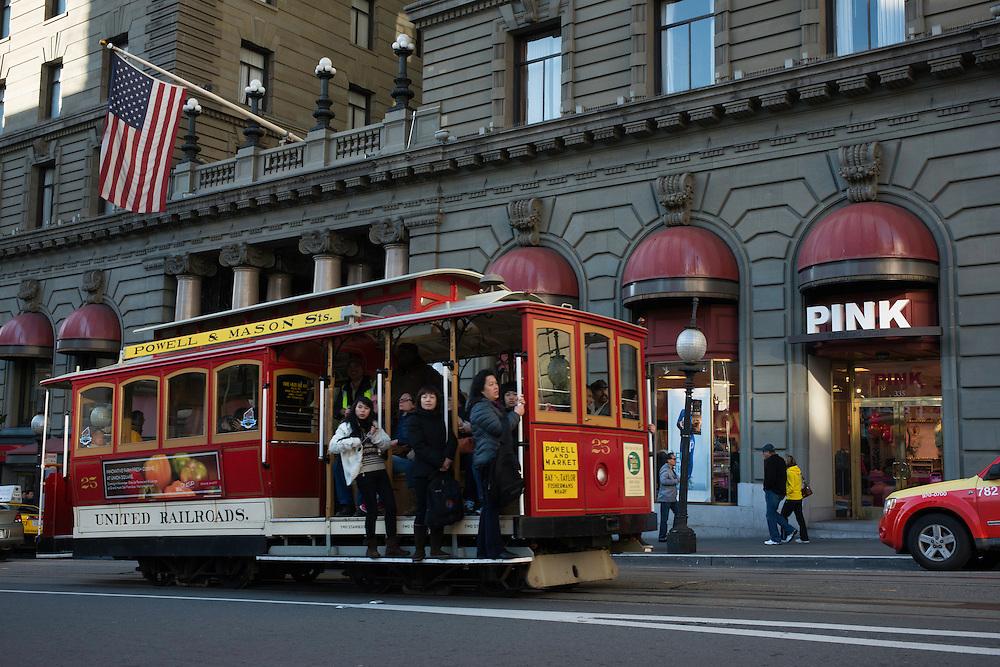 Cable Car 25 passing through Union Square | December 27, 2012