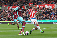 Cheikhou Kouyate of West Ham United gets a shot away on goal during the Premier League match against Stoke City at the Bet 365 Stadium, Stoke-on-Trent.<br /> Picture by Michael Sedgwick/Focus Images Ltd +44 7900 363072<br /> 29/04/2017