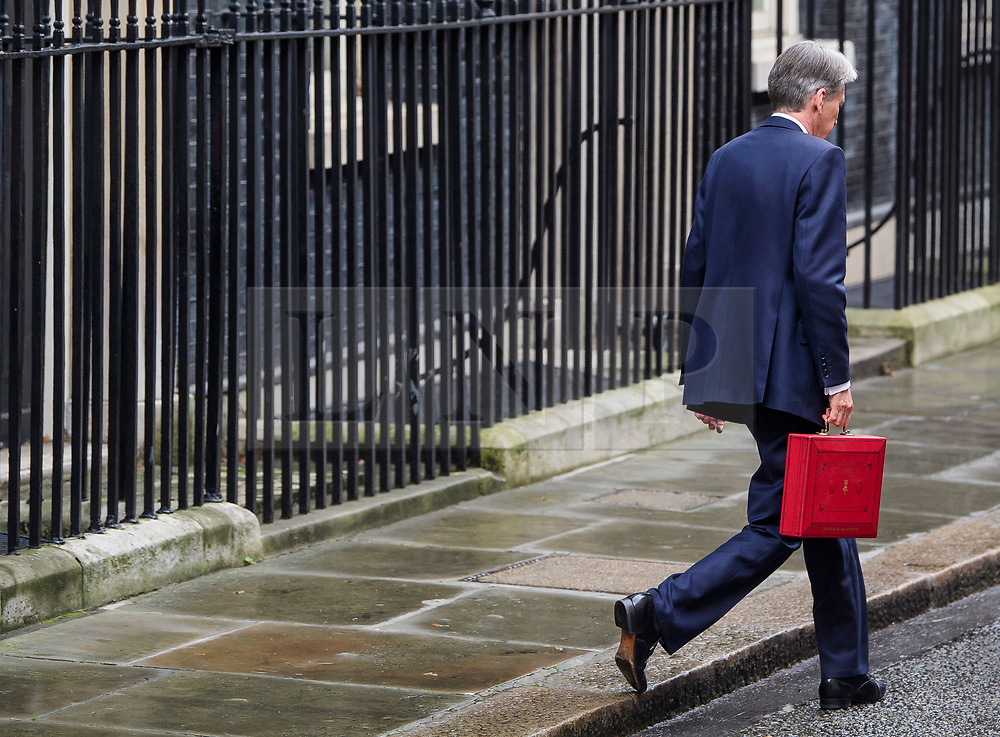 © Licensed to London News Pictures. 08/03/2017. London, UK. British Chancellor PHILIP HAMMOND holding his ministerial red box as he leaves 11 Downing Street in London before he delivers his 2017 Budget to Parliament. Photo credit: Ben Cawthra/LNP