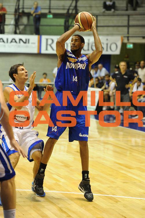 DESCRIZIONE : Desio Trofeo Lombardia Lega A 2011-12 Novipiu Casale Monferrato Bennet Cantu<br /> GIOCATORE : Garrett Temple<br /> CATEGORIA : Tiro<br /> SQUADRA : Novipiu Casale Monferrato<br /> EVENTO : Campionato Lega A 2011-2012<br /> GARA : Novipiu Casale Monferrato Bennet Cantu<br /> DATA : 24/09/2011<br /> SPORT : Pallacanestro<br /> AUTORE : Agenzia Ciamillo-Castoria/GiulioCiamillo<br /> Galleria : Lega Basket A 2011-2012<br /> Fotonotizia : Desio Trofeo Lombardia Lega A 2011-12 Novipiu Casale Monferrato Bennet Cantu<br /> Predefinita :