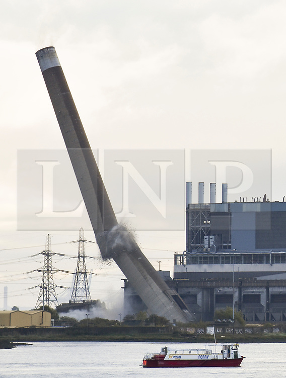 © Licensed to London News Pictures . 28/09/2017. Tilbury, UK. Tilbury power station topples during a controlled explosion. The concrete chimneys, which have been part of the site since the station was built in 1969, are the tallest standing structures in Essex at 170m tall. Photo credit: Samm Turner/LNP