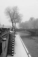 France. Paris. 5th district. Montebello Quay, under the snow / Quai de Montebello sous la neige en hiver