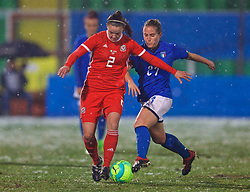 CESENA, ITALY - Tuesday, January 22, 2019: Wales' Loren Dykes (L) and Italy's Valentina Cernoia during the International Friendly between Italy and Wales at the Stadio Dino Manuzzi. (Pic by David Rawcliffe/Propaganda)