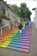 Nederland, Nijmegen, 15-7-2015De voorbereidingen voor de komende vierdaagse en bijhorende zomerfeesten zijn in volle gang. Op de Waalkade en het Valkhof wodt gewerkt aan de podia en  de vierdaagsecamping op de sportvelden van SC Hatert loopt langzaam maar zeker vol. De veertrappen van de waalkade naar de bovenstad zijn onlangs door het COC Nijmegen geschilderd in de regenboogkleuren ten teken dat de stad homovriendelijk is.Zaterdag gaan de zomerfeesten in de stad van start en vanaf dinsdag de lopers aan de vierdaagse Foto: Flip Franssen/Hollandse Hoogte