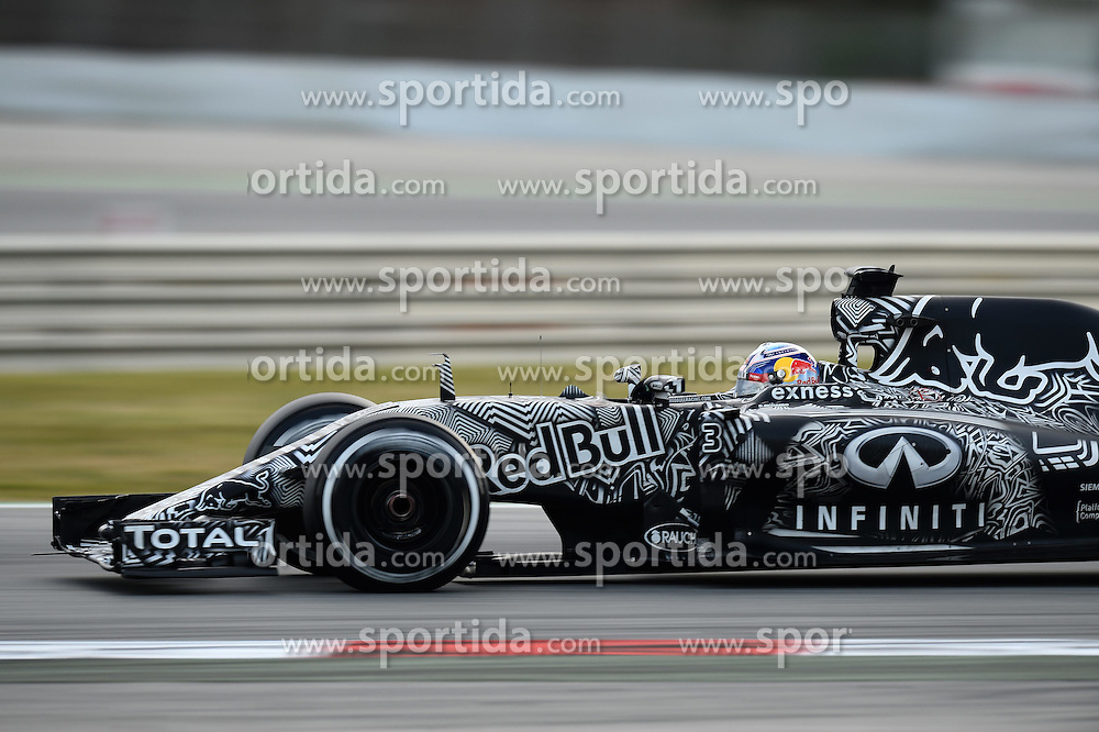 28.02.2015, Circuit de Catalunya, Barcelona, ESP, FIA, Formel 1, Testfahrten, Barcelona, Tag 3, im Bild Daniel Ricciardo (AUS) Red Bull Racing RB11 // during the Formula One Testdrives, day three at the Circuit de Catalunya in Barcelona, Spain on 2015/02/28. EXPA Pictures &copy; 2015, PhotoCredit: EXPA/ Sutton Images/ Patrik Lundin Images<br /> <br /> *****ATTENTION - for AUT, SLO, CRO, SRB, BIH, MAZ only*****