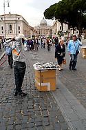 Roma 12 Maggio 2008<br /> Un venditore ambulante  vende oggetti  ai turisti nella zona di Castel Sant' Angelo.<br /> Rome May 12, 2008<br /> A  illegal street seller selling items to tourists in the  Castel Sant 'Angelo zone.