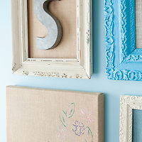 Burlap projects: Detail of metal letter in vintage frame
