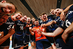 20170617 NED: FIVB Volleybal World League 2017 The Netherlands - Slovakia: Den Haag <br />Team The Netherlands celebrate the win and qualifying final 4<br />&copy;2017-FotoHoogendoorn.nl / Pim Waslander