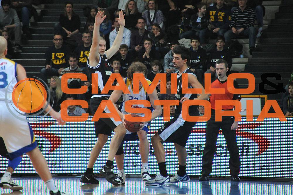 DESCRIZIONE : Verona Lega Basket A2 2010-11 Tezenis Verona Naturhouse Ferrara<br /> GIOCATORE : Andrea Renzi<br /> SQUADRA : Tezenis Verona Naturhouse Ferrara<br /> EVENTO : Campionato Lega A2 2010-2011<br /> GARA : Tezenis Verona Naturhouse Ferrara<br /> DATA : 12/02/2011<br /> CATEGORIA : Palleggio Controcampo<br /> SPORT : Pallacanestro <br /> AUTORE : Agenzia Ciamillo-Castoria/M.Gregolin<br /> Galleria : Lega Basket A2 2010-2011 <br /> Fotonotizia : Verona Lega A2 2010-11 Tezenis Verona Naturhouse Ferrara<br /> Predefinita :