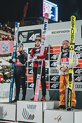 06.01.2020, Paul Außerleitner Schanze, Bischofshofen, AUT, FIS Weltcup Skisprung, Vierschanzentournee, Bischofshofen, Finale, Podium Gesamtsieg, im Bild Marius Lindvik (NOR), Gesamtsieger Dawid Kubacki (POL), Karl Geiger (GER) // during Podium for the overall victory of the Four Hills Tournament of FIS Ski Jumping World Cup at the Paul Außerleitner Schanze in Bischofshofen, Austria on 2020/01/06. EXPA Pictures © 2020, PhotoCredit: EXPA/ JFK