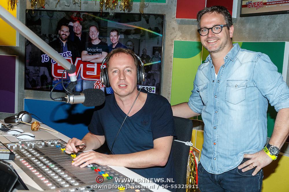 NLD/Hilversum/20150417 - Evers Staat Op bestaat 15 jaar, Edwin Evers met Guus Meeuwis