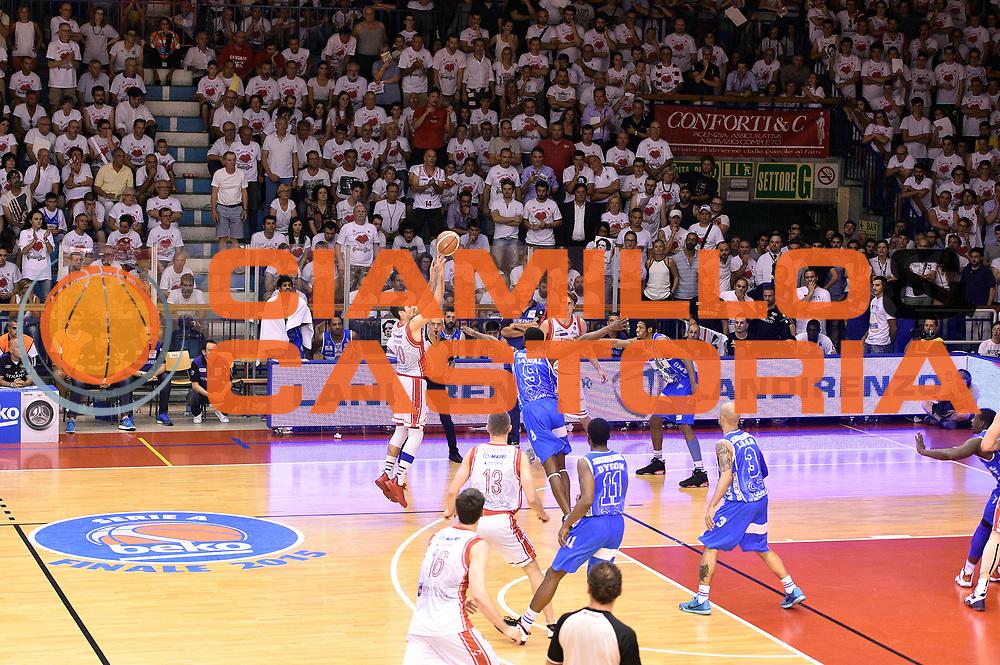 DESCRIZIONE : Campionato 2014/15 Serie A Beko Grissin Bon Reggio Emilia - Dinamo Banco di Sardegna Sassari Finale Playoff Gara7 Scudetto<br /> GIOCATORE : Andrea Cinciarini<br /> CATEGORIA : tiro three points<br /> SQUADRA : Grissin Bon Reggio Emilia<br /> EVENTO : Campionato Lega A 2014-2015<br /> GARA : Grissin Bon Reggio Emilia - Dinamo Banco di Sardegna Sassari Finale Playoff Gara7 Scudetto<br /> DATA : 26/06/2015<br /> SPORT : Pallacanestro<br /> AUTORE : Agenzia Ciamillo-Castoria/GiulioCiamillo<br /> GALLERIA : Lega Basket A 2014-2015<br /> FOTONOTIZIA : Grissin Bon Reggio Emilia - Dinamo Banco di Sardegna Sassari Finale Playoff Gara7 Scudetto<br /> PREDEFINITA :