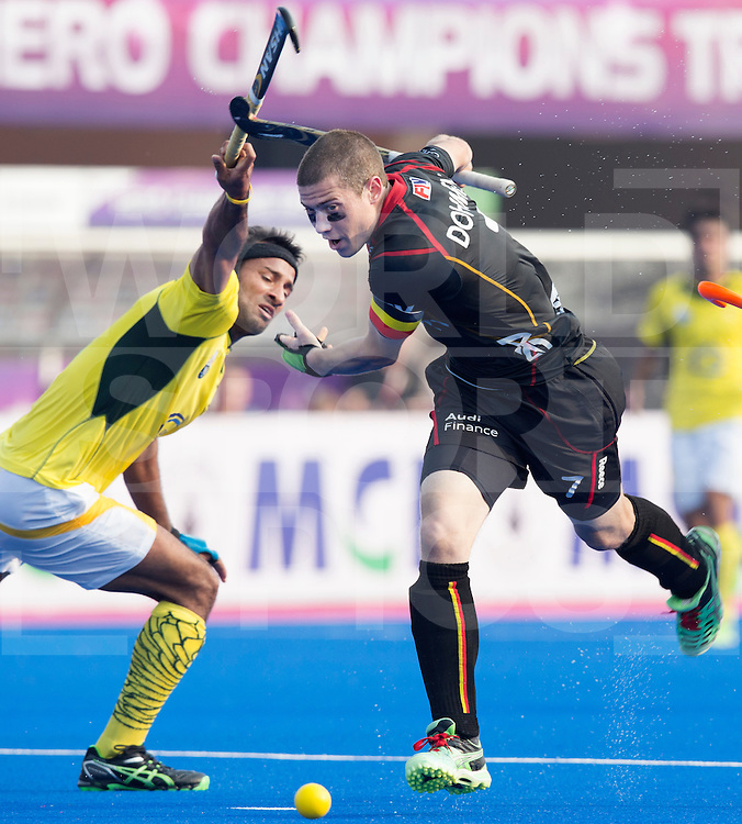 BHUBANESWAR  (INDIA)  - John-John Dohmen of Belgium with Muhammad Irfan of Pakistan (l)  Champions Trophy Hockey men. Day 1. Belgium vs Pakistan. PHOTO  KOEN SUYK