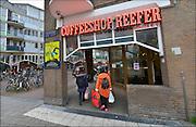 Nederland, Amsterdam, 26-4-2015Coffeeshop Reefer in de Nieuwmarktbuurt.FOTO: FLIP FRANSSEN/ HOLLANDSE HOOGTE