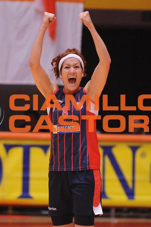 DESCRIZIONE : Schio Lega A1 Femminile 2011-12 Playoff Finale Gara1 Famila Wuber Schio Cras Taranto <br /> GIOCATORE : Simona Ballardini<br /> CATEGORIA : esultanza<br /> SQUADRA : Cras Taranto <br /> EVENTO : Campionato Lega A1 Femminile 2011-2012 <br /> GARA : Famila Wuber Schio Cras Taranto<br /> DATA : 02/05/2012 <br /> SPORT : Pallacanestro <br /> AUTORE : Agenzia Ciamillo-Castoria/M.Marchi<br /> Galleria : Lega Basket Femminile 2011-2012 <br /> Fotonotizia : Schio Lega A1 Femminile 2011-12 Playoff Finale Gara1 Famila Wuber Schio Cras Taranto <br /> Predefinita :