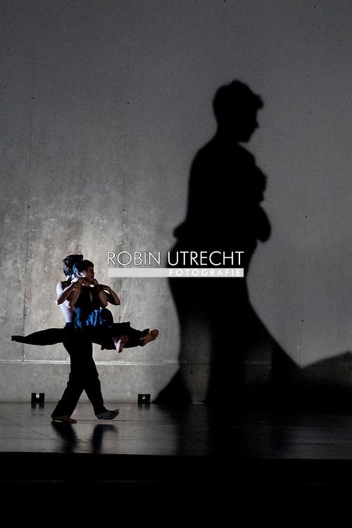 amsterdam - Nat Opera en Het Nat Ballet na de fusie echt samenwerken: Romeo et Juliette van Berlioz met dans van Sasha Waltz.   met  De sterdanseres is Igone de Jonghcopyright robin utrecht
