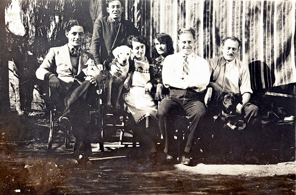 1930s family gathering
