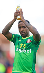 STOKE-ON-TRENT, ENGLAND - Saturday, April 30, 2016: Sunderland's Jermain Defoe applauds the supporters after a late 1-1 draw against Stoke City during the FA Premier League match at the Britannia Stadium. (Pic by David Rawcliffe/Propaganda)