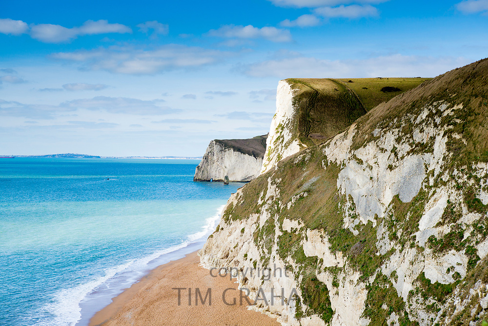 Beach and limestone cliffs of the Jurassic coast towards Bat's Head near Lulworth, Wareham, Dorset, South Coast of England, UK