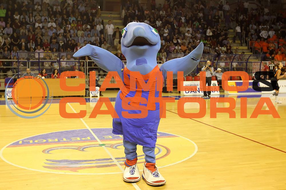 DESCRIZIONE : Taranto Lega A1 Femminile 2009-10 Play Off Finale Gara 5<br /> Cras Basket Taranto Famila Wuber Schio<br /> GIOCATORE : Mascotte<br /> SQUADRA : Cras Basket Taranto<br /> EVENTO : Campionato Lega A1 Femminile 2009-2010<br /> GARA : Cras Basket Taranto Famila Wuber Schio<br /> DATA : 16/05/2010<br /> CATEGORIA : esultanza<br /> SPORT : Pallacanestro<br /> AUTORE : Agenzia Ciamillo-Castoria/ElioCastoria<br /> Galleria : Lega Basket Femminile 2009-2010<br /> Fotonotizia : Taranto Campionato Italiano Femminile Lega A1 2009-2010 Play Off Finale Gara 5 Cras Basket Taranto Famila Wuber Schio<br /> Predefinita :