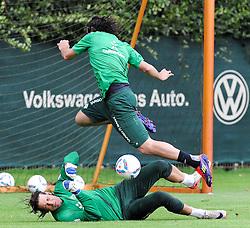 19.08.2011, Trainingsgelaende, Bremen, GER, 1.FBL, Training Werder Bremen, im Bild Tim Wiese (Bremen #1) haelt den Ball von Claudio Pizarro (Bremen #24)..// during training session from Werder Bremen on 2011/08/19, Trainingsgelaende, Bremen, Germany..EXPA Pictures © 2011, PhotoCredit: EXPA/ nph/  Frisch       ****** out of GER / CRO  / BEL ******