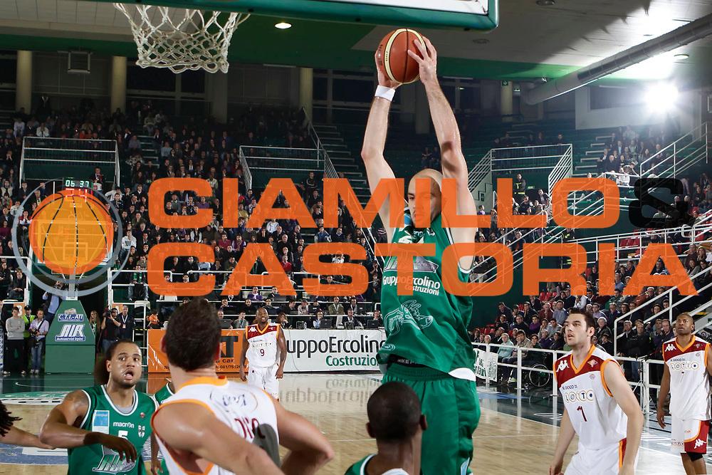 DESCRIZIONE : Avellino Lega A 2010-11 Air Avellino Lottomatica Virtus Roma<br /> GIOCATORE : Szymon Szewczyk<br /> SQUADRA : Air Avellino<br /> EVENTO : Campionato Lega A 2010-2011<br /> GARA : Air Avellino Lottomatica Virtus Roma<br /> DATA : 07/11/2010<br /> CATEGORIA : rimbalzo<br /> SPORT : Pallacanestro<br /> AUTORE : Agenzia Ciamillo-Castoria/A.DeLise<br /> Galleria : Lega Basket A 2010-2011<br /> Fotonotizia : Avellino Lega A 2010-11 Air Avellino Lottomatica Virtus Roma<br /> Predefinita :