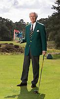 UTRECHT - Voormalig NGF President Jan Willem Verloop op Golfclub Den Pan in Bosch en Duin., met de Golfjournaal uit 1989, waar hij in aktie op de cover staat. COPYRIGHT KOEN SUYK