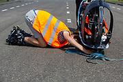 Op een weg in Delft worden de eerste meters afgelegd met de nieuwe recordfiets, de VeloX 8. In september wil het Human Power Team Delft en Amsterdam, dat bestaat uit studenten van de TU Delft en de VU Amsterdam, tijdens de World Human Powered Speed Challenge in Nevada een poging doen het wereldrecord snelfietsen voor vrouwen te verbreken met de VeloX 8, een gestroomlijnde ligfiets. Het record is met 121,81 km/h sinds 2010 in handen van de Francaise Barbara Buatois. De Canadees Todd Reichert is de snelste man met 144,17 km/h sinds 2016.<br /> <br /> At a road in Delft the team tests the VeloX 8 for the first time. With the VeloX 8, a special recumbent bike, the Human Power Team Delft and Amsterdam, consisting of students of the TU Delft and the VU Amsterdam, also wants to set a new woman's world record cycling in September at the World Human Powered Speed Challenge in Nevada. The current speed record is 121,81 km/h, set in 2010 by Barbara Buatois. The fastest man is Todd Reichert with 144,17 km/h.