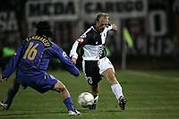 Siena 23-10-04<br />Campionato di calcio Serie A 2004-05<br />Siena Juventus<br />nella  foto Falsino contro Camoranesi<br />Foto Snapshot / Graffiti