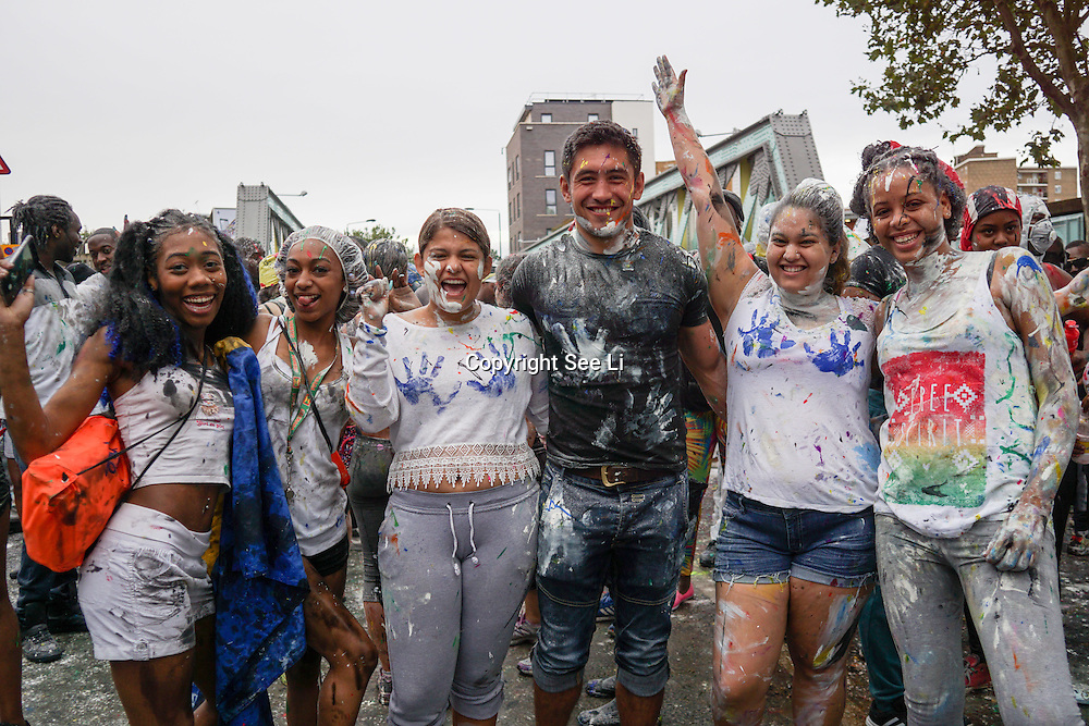 London,England,UK, 28th Aug 2016 : Hundreds of paraders Jouvert kick of getting down and dirty at Ladbroke Grove, London,UK