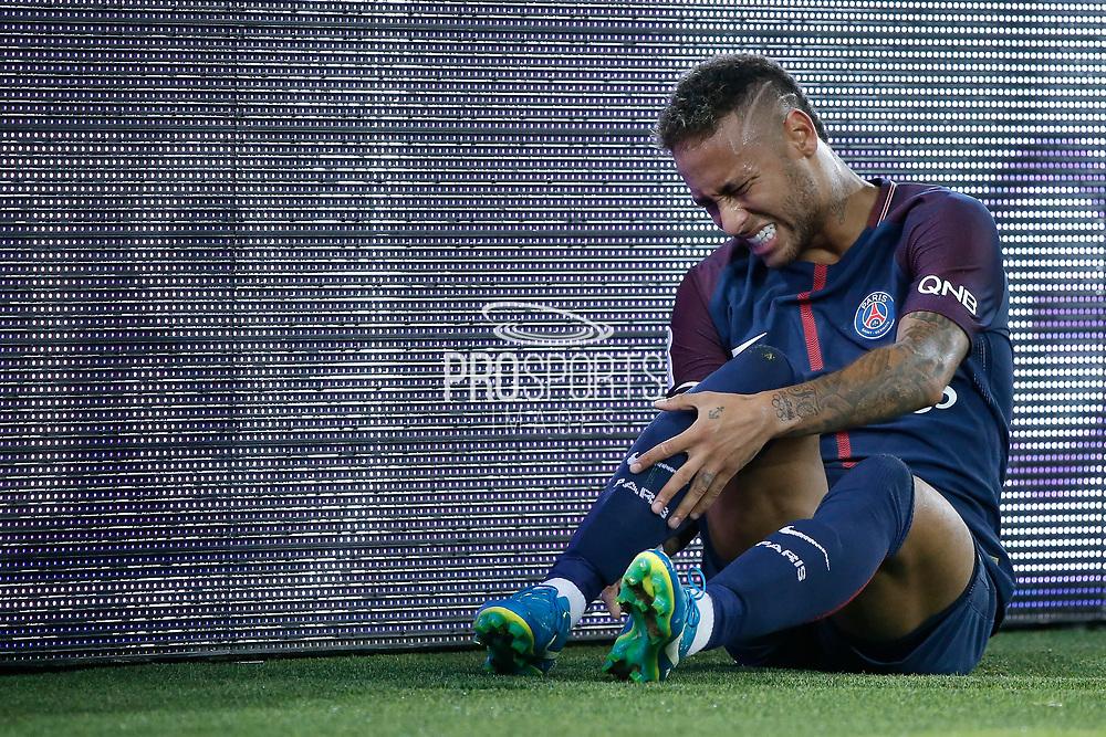 Neymar da Silva Santos Junior - Neymar Jr (PSG) on the floor during the French championship L1 football match between Paris Saint-Germain (PSG) and Toulouse Football Club, on August 20, 2017, at Parc des Princes, in Paris, France - Photo Stephane Allaman / ProSportsImages / DPPI
