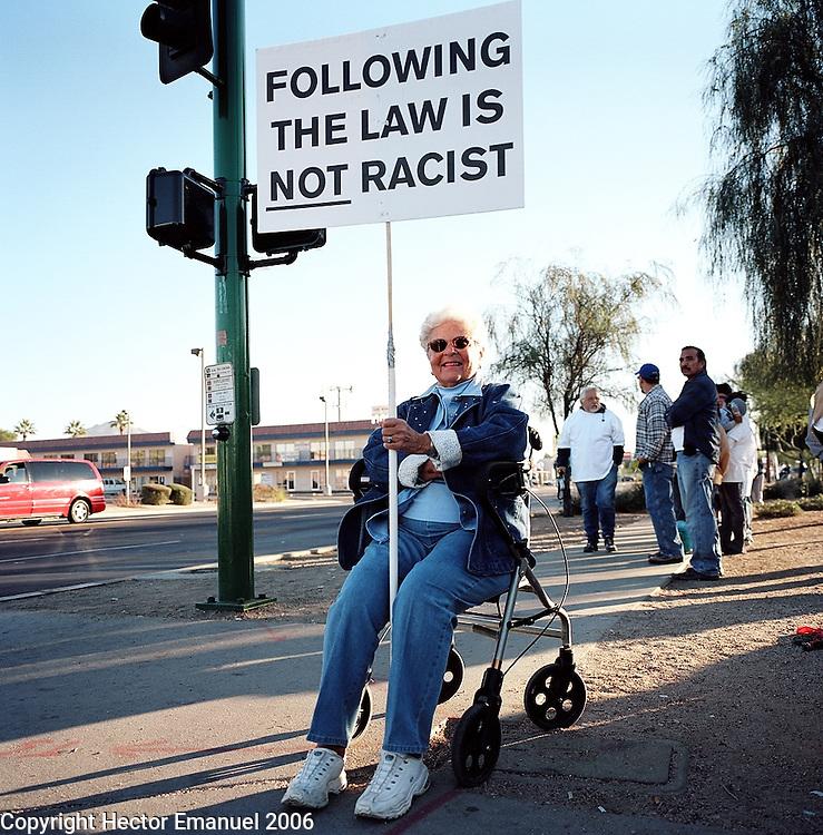 Marilyn Zurcher (minuteman).Minutemen confront day laborers in a pickup site..Phoenix, AZ.12/10/05.photos: Hector Emanuel