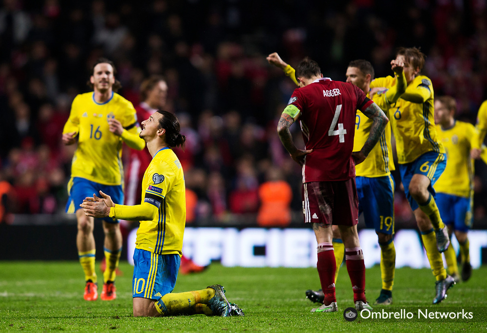 STOCKHOLM 2015-11-17<br /> FOTBOLL EM-KVAL DANMARK VS SVERIGE<br /> ZLATAN IBRAHIMOVIC JUBLAR EFTER SLUTSIGNAL