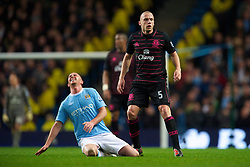 MANCHESTER, ENGLAND - Wednesday, March 24, 2010: Everton's John Heitinga tackles Manchester City's Stephen Ireland during the Premiership match at the City of Manchester Stadium. (Photo by David Rawcliffe/Propaganda)