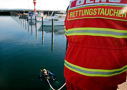 GERMANY ECKERNFOERDE 15FEB04 - A diver in Eckernfoerde harbour.....jre/Photo by Jiri Rezac....© Jiri Rezac 2004..