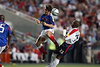 Fotball<br /> Euro 2004<br /> Portugal<br /> 13. juni 2004<br /> Foto: Dppi/Digitalsport<br /> NORWAY ONLY<br /> Frankrike v England 2-1<br /> BIXENTE LIZARAZU (FRA) / DARIUS VASSEL (ENG)