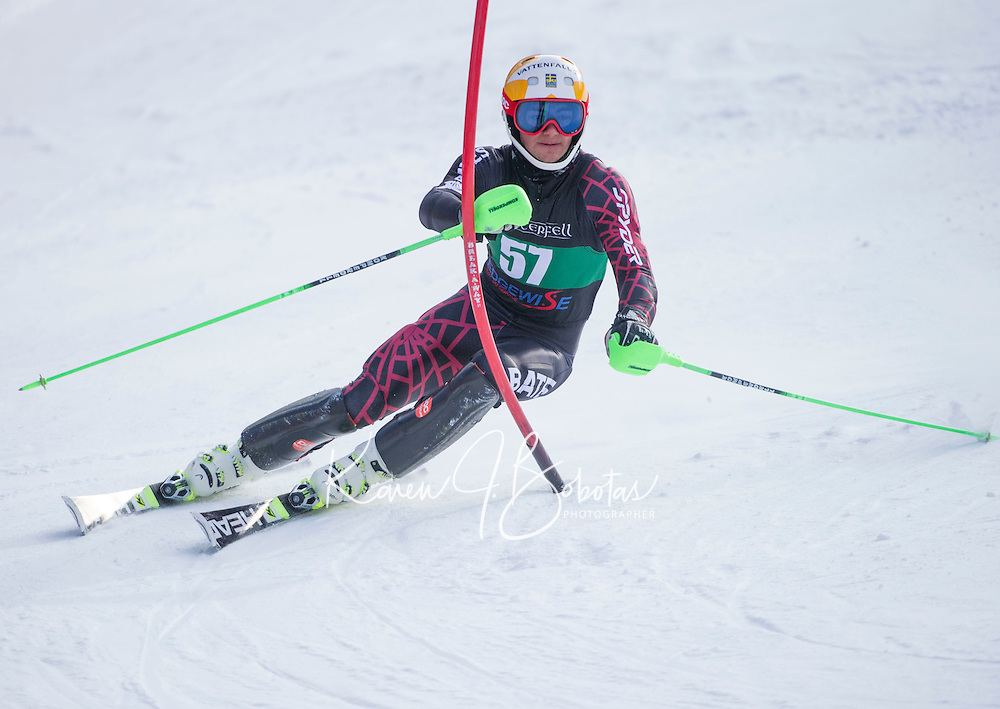 Dartmouth Carnival mens slalom.  ©2016 Karen Bobotas Photographer