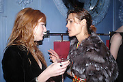 Charlotte Tilbury and Yasmin le Bon. Zac Posen Spring/ Summer collection launch party. The Blue Bar, Berkeley Hotel. London. 7 March 2004. Dafydd Jones,  ONE TIME USE ONLY - DO NOT ARCHIVE  © Copyright Photograph by Dafydd Jones 66 Stockwell Park Rd. London SW9 0DA Tel 020 7733 0108 www.dafjones.com