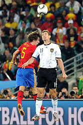 07.07.2010, Moses Mabhida Stadium, Durban, SOUTH AFRICA, Deutschland GER vs Spanien ESP im Bild Miroslav Klose (Germania) vs Carles Puyol (Spagna)., EXPA Pictures © 2010, PhotoCredit: EXPA/ InsideFoto/ Perottino *** ATTENTION *** FOR AUSTRIA AND SLOVENIA USE ONLY! / SPORTIDA PHOTO AGENCY