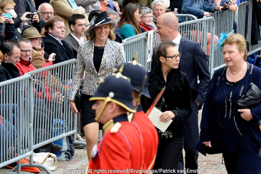 Prinsjesdag 2013 - Aankomst Parlementari&euml;rs bij de Ridderzaal op het Binnenhof.<br /> <br /> Op de foto: Tweede Kamerlid Lea Bouwmeester (PvdA) en fractievoorzitter van de PVDA Diederik Samsom
