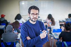 Secretário de Educação de Porto Alegre, Adriano Naves de Brito em sala de aula. FOTO: Jefferson Bernardes/ Agência Preview
