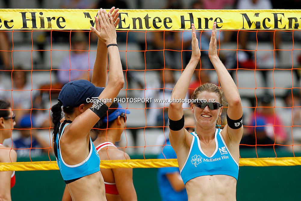 Susan Blundell and Anna Scarlett celebrate the semi final win. McEntee Hire NZ Open, Beach Volleyball. ASB Tennis Centre, Auckland, New Zealand. Sunday 24th January 2010. Photo: Anthony Au-Yeung/PHOTOSPORT