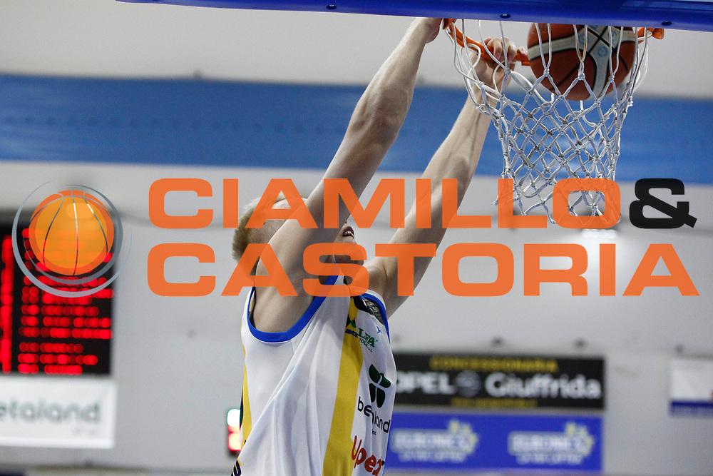 Berzins Schiacciata<br />Betaland Capo D'Orlando Vs EA7 Emporio Armani Olimpia Milano<br />Playoff Gara 4<br />LegaBasket 2016/2017<br />Capo d&rsquo;Orlando 18/05/2017<br />Foto Ciamillo-Castoria