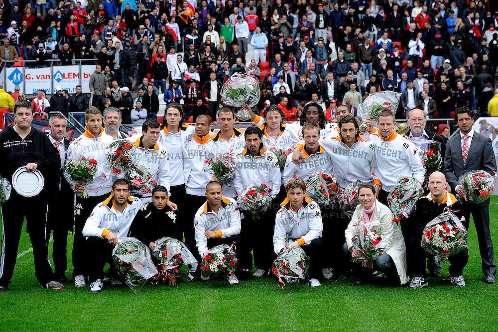 03-04-2011 VOETBAL: FC UTRECHT - ADO DEN HAAG: UTERCHT<br /> Kampioensfoto Jong Utrecht met oa Jean paul de Jong en Rob Alfen<br /> &copy; Ronald Hoogendoorn Photography